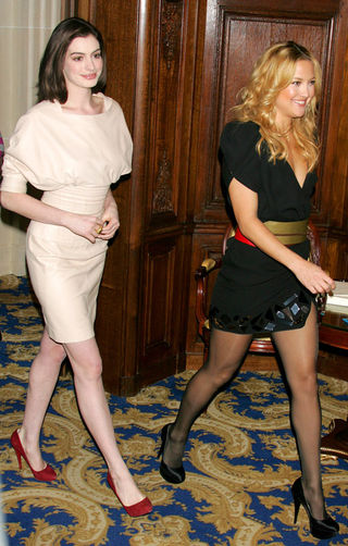 Kate_Hudson_and_Anne_Hathaway_in_Paris_3