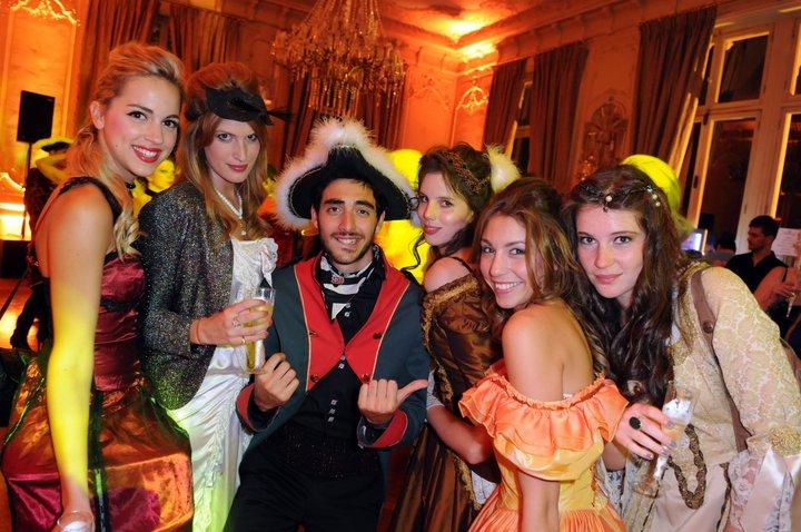 Le Prince Ghnassia et ses courtisanes au Bal des princesses