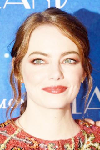 Emma-Stone--La-La-Land-Premiere-Paris