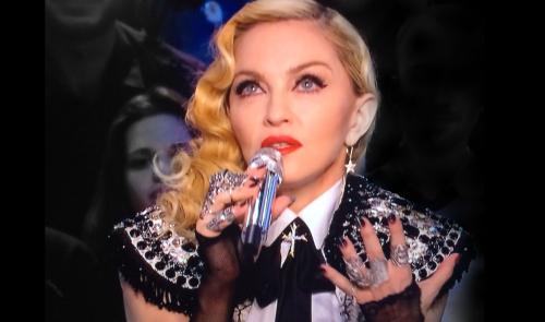 Madonna-wearing-ON-AURA-TOUT-VU-HAUTE-COUTUTRE-BOLERO-LACE-CRISTAL1_leblogreporter