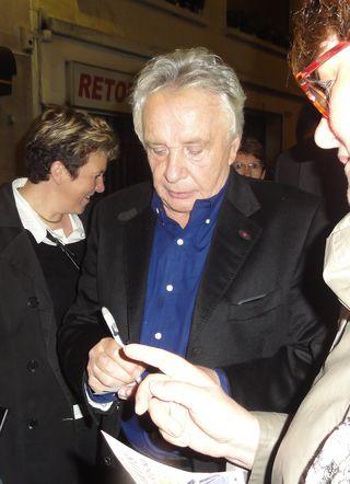 Sardou signe uneautographe-represailles