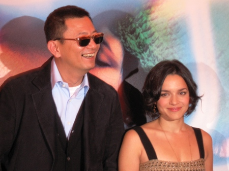 Norah_jones_premiere_paris_blueberr